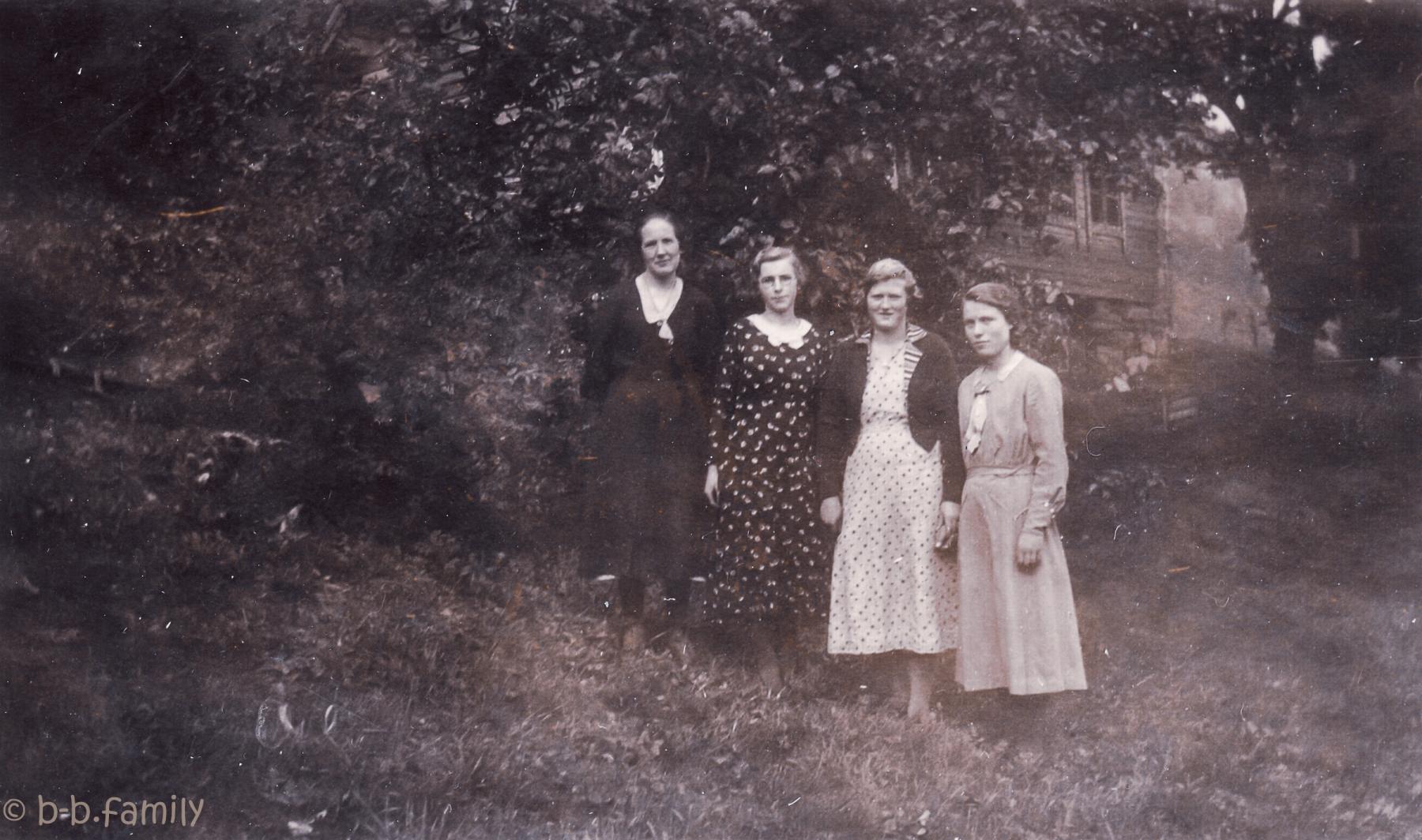 1933 -