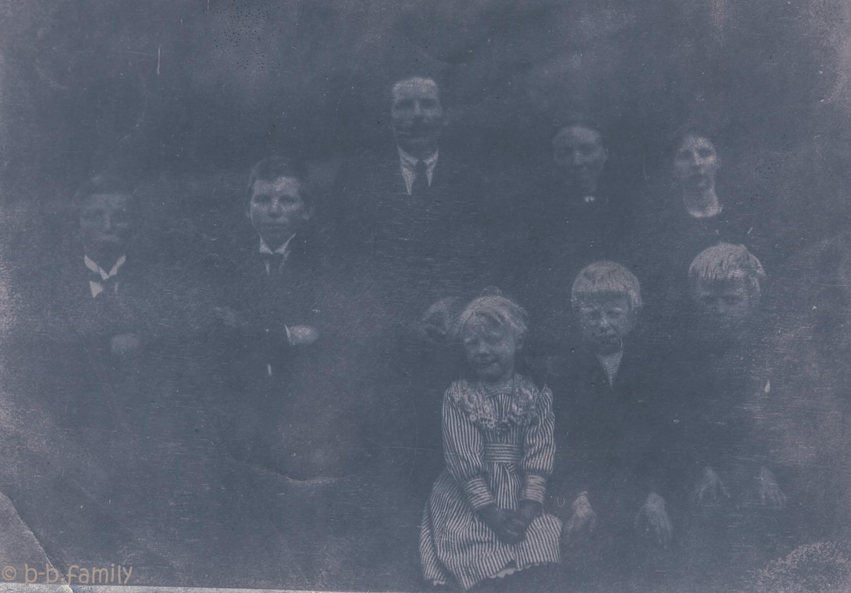 Familien i Hesssevåg bakken ca 1916